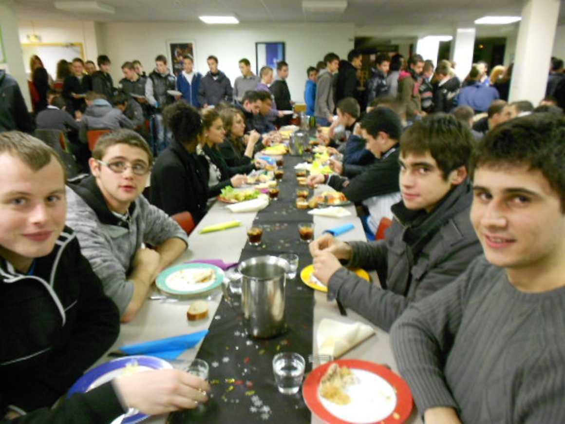 Une soirée enflammée à l''internat soireeinternatnoel2012021