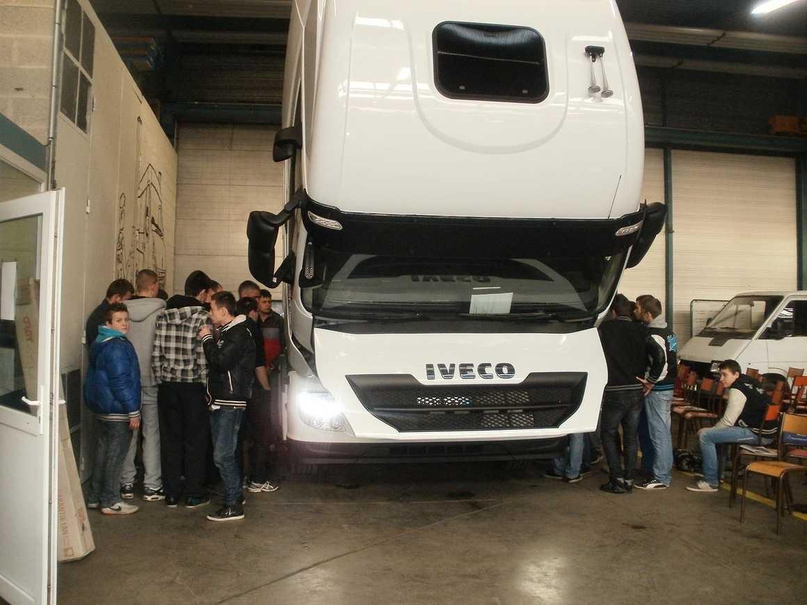 Les VI ont découvert et accueilli de nouveaux camions pc211820