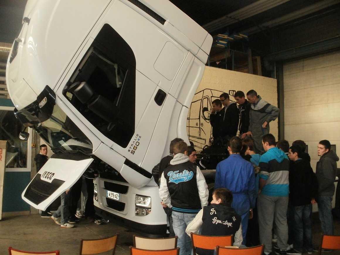 Les VI ont découvert et accueilli de nouveaux camions pc211821