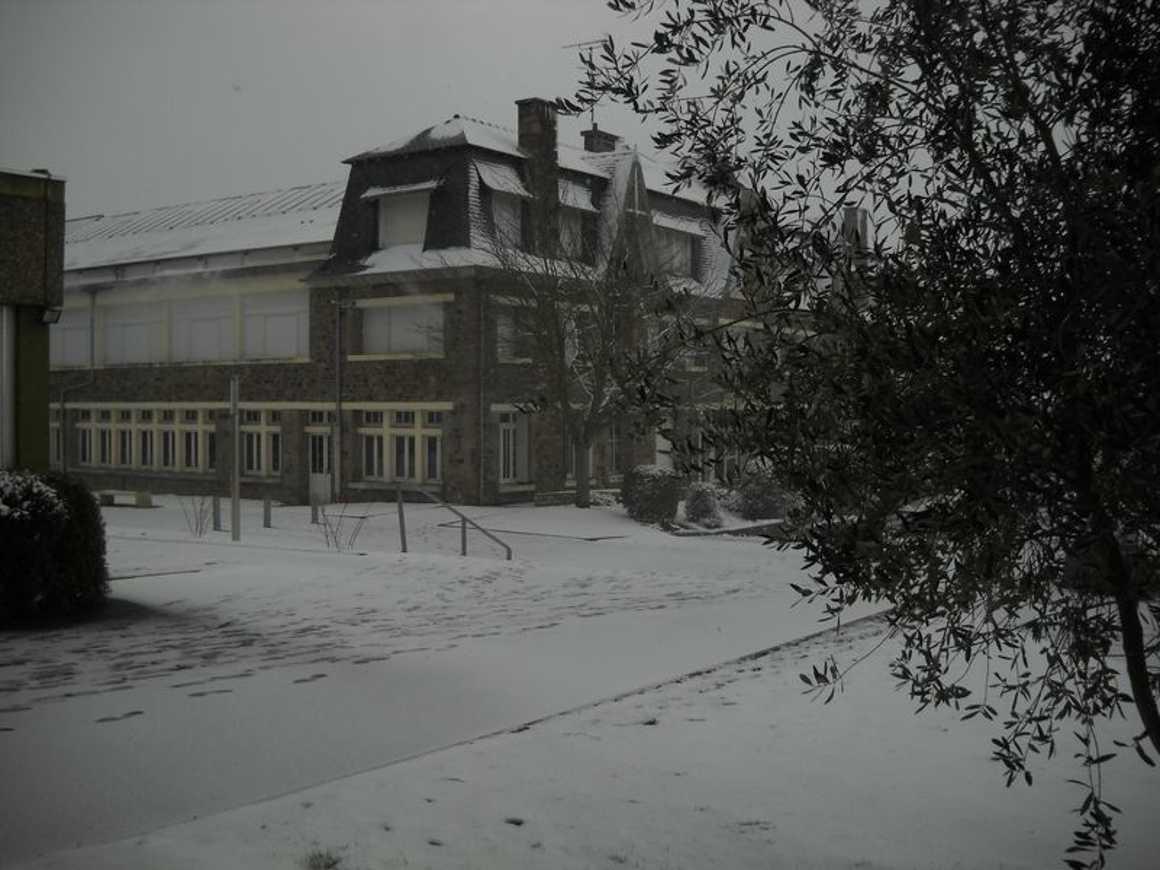 Le lycée de nouveau sous la neige : reportage photo dscn3856