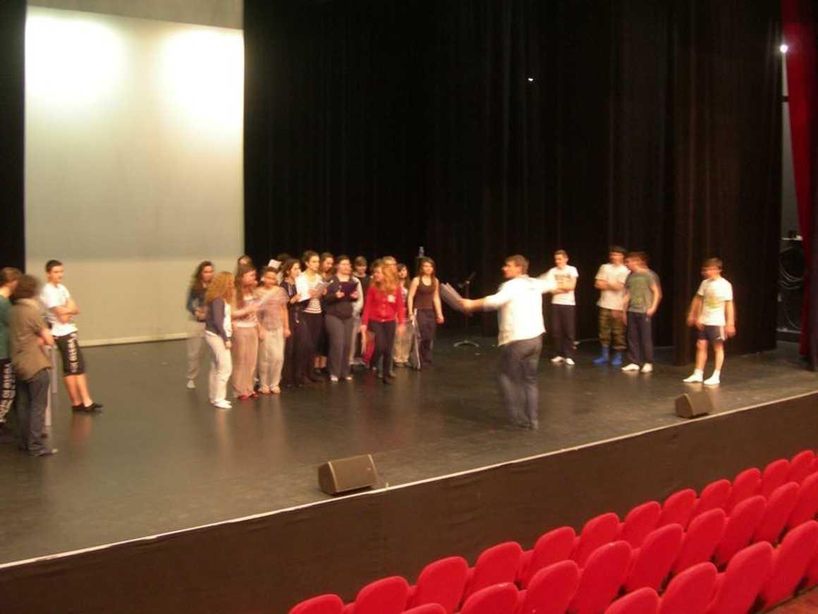 Premiers battements pour les coeurs d''héroïnes...(Théâtre 1L) 0