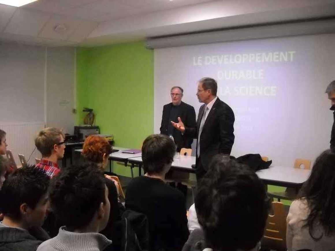 Claude Saunier est intervenu au lycée dscn4152