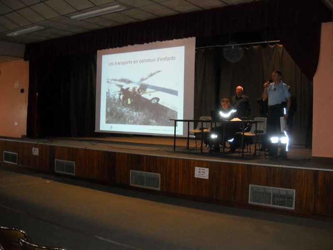 Une action sur la sécurite dans les cars scolaires exemplaire dscn4247