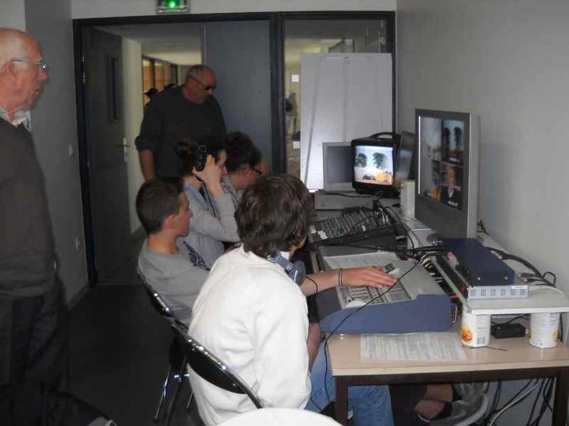 Les élèves de l''option gallo enregistrent une émission de télévision dscn4261