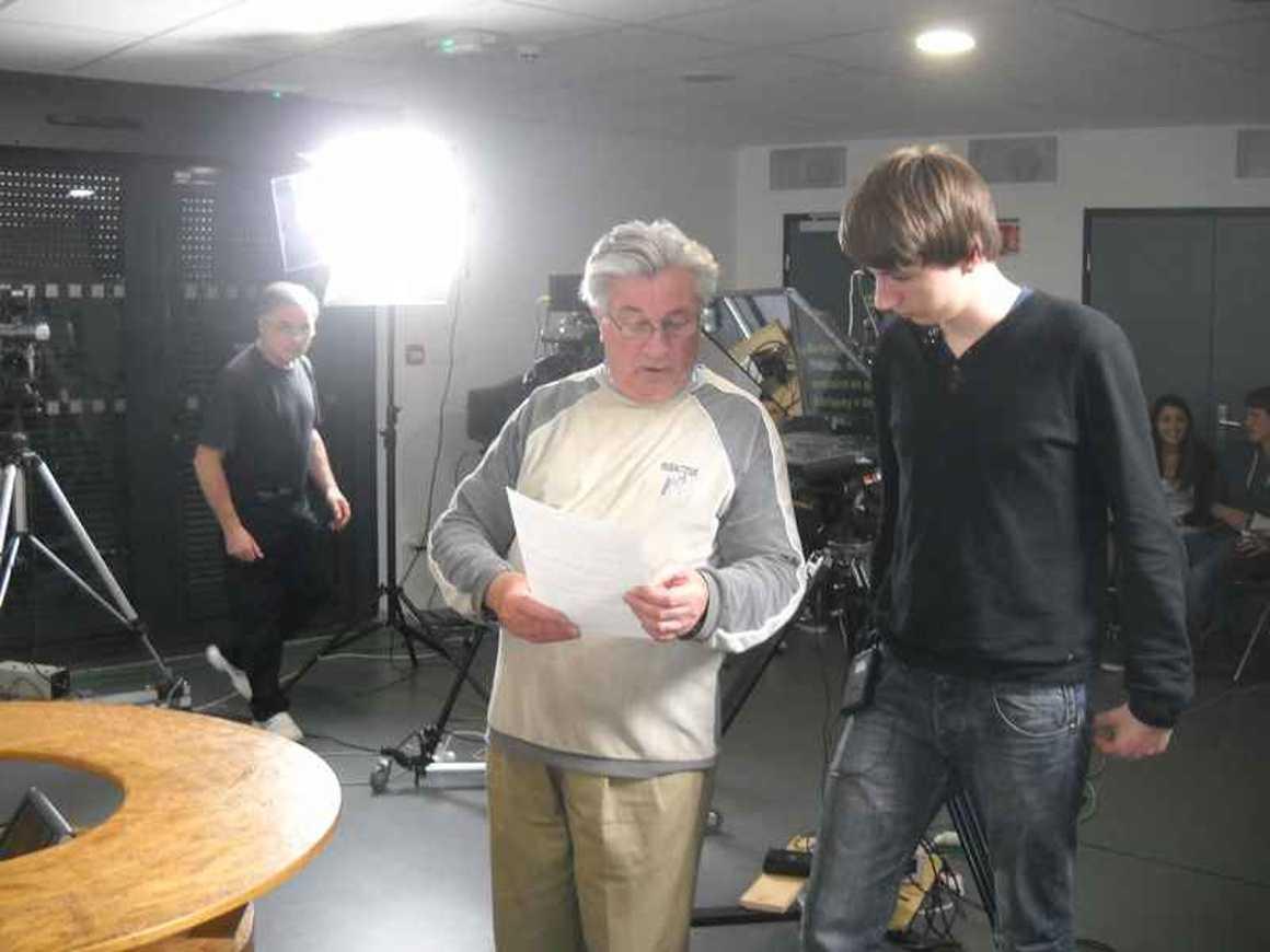 Les élèves de l''option gallo enregistrent une émission de télévision dscn4262